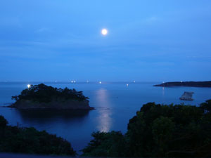 月光と漁火